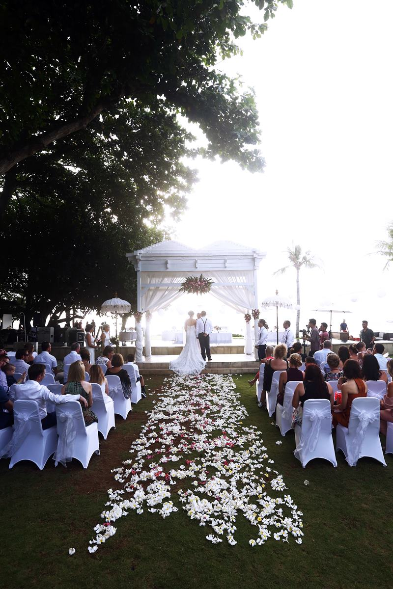 Aron alanna blanchard 39 s wedding bali garden beach for Bali mariage location